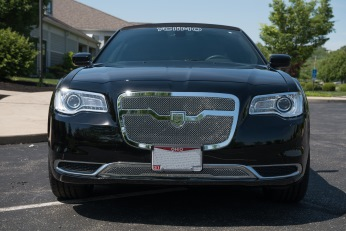 YC Limo - Chrysler 300 - Black 180 Inch Stretch Limousine