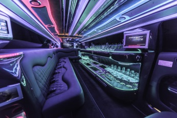 YC Limo - Chrysler 300 Limousine Seating 14